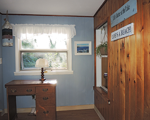 Bonnie's Cove bedroom