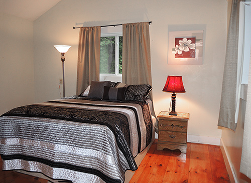 5 Acre Cottage bedroom