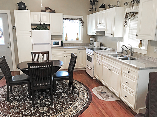 Breezy Point dining and kitchen areas