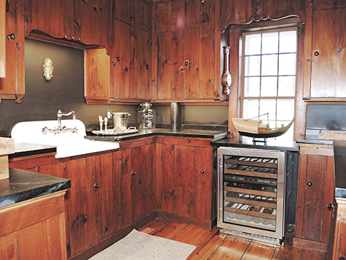 1820 Schoolhouse Farm butler's pantry-kitchen