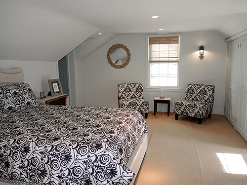 1820 Schoolhouse Farm queen bedroom