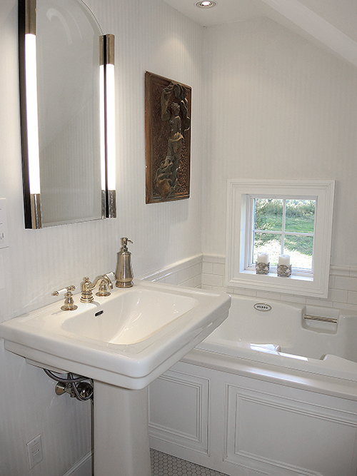 1820 Schoolhouse Farm master bath