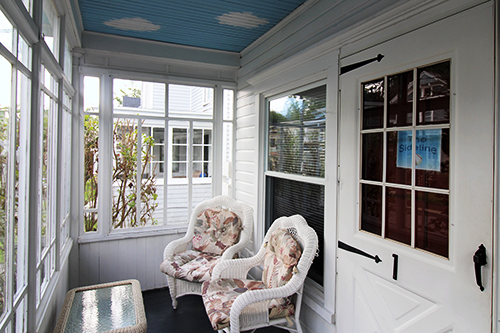 Sideline entry porch